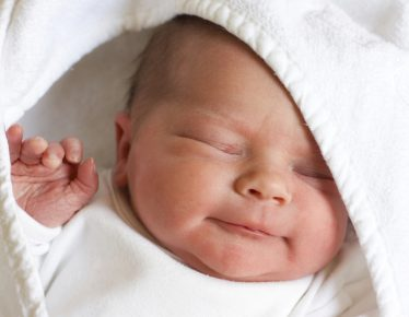 Οργανωθείτε και υποδεχτείτε το μωρό σας έχοντας προμηθευτεί τα απαραίτητα  ρουχαλάκια και αξεσουάρ. 0c9b8fa7514